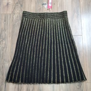 Chelsea & Violet Black and Gold Pleated Skirt